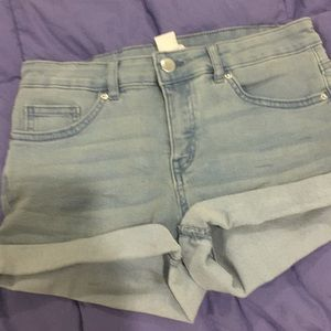 H&M light wash denim shorts